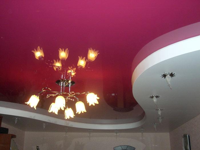 Многоуровневый потолок белый мат красный глянец